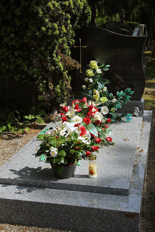 Comment entretenir un monument funéraire?